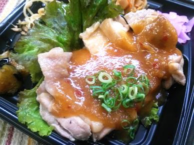 「蒸し鶏のエスニック風ソース」