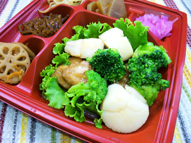 「ほたてと鶏肉、ブロッコリーの中華蒸し焼き」